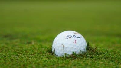 Jaké použité golfové míčky stojí za to vybrat? Základní výběrová kritéria - značka, cena, kvalita